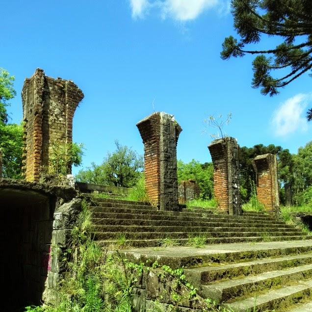 O bairro em torno das ruínas  do Cassino Palace Hotel, em Canela, chama-se Palace