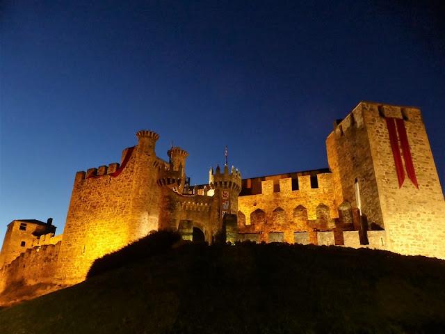 Castillo Templario de Ponferrada, iluminación por la noche