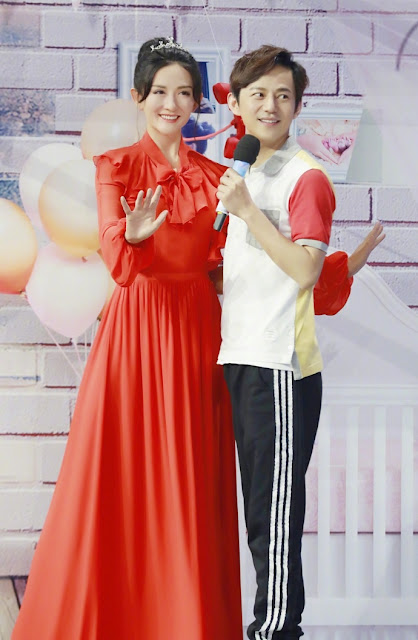 He Jiong Xie Na celebrity wax figure