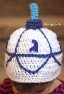 http://translate.googleusercontent.com/translate_c?depth=1&hl=es&rurl=translate.google.es&sl=en&tl=es&u=http://www.repeatcrafterme.com/2014/12/crochet-dreidel-hat-pattern.html&usg=ALkJrhhyZz_rSxcQrmwJBhgR0NgEgMovDg