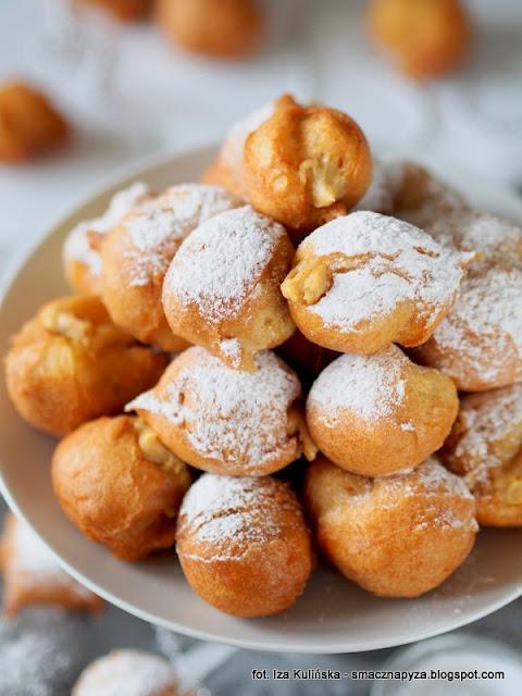 fritelle di carnevale ripiene alla crema, paczuszki z ciasta ptysiowego z kremem, krem budyniowy z likierem baileys, paczki ptysiowe, male pączki z nadzieniem kremowym, karnawal, paczki domowe, ciastka domowe