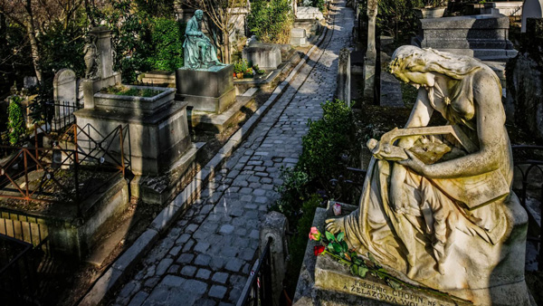 http://www.lexpress.fr/tendances/voyage/pere-lachaise-les-tombes-immanquables_1615161.html