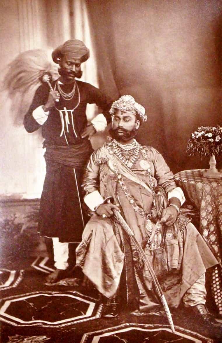 tukoji rao holkar history in marathi, indore, yukoji, राजे तुकोजी होळकर द्वितीय, raje tukoji holkar 2 in marathi, Tukojirao Holkar II, holkar of indore, british, 1 cr loan, ब्रिटिश, इंग्रज, १ करोड कर्ज, इतिहास