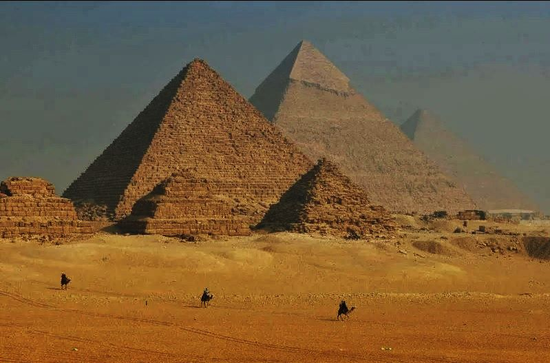 Egypt-Camels-and-Pyramids