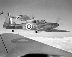 B.J. Daventry, Royal Air Force official photographer - This is photograph CH 884 from the collections of the Imperial War Museums., Public Domain, https://commons.wikimedia.org/w/index.php?curid=862526