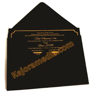 undangan nikah hitam gold