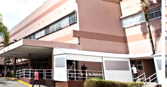 TRÊS FERIDOS EM CHOQUE DE VEÍCULO COM POSTE NA AVENIDA GOVERNADOR ADHEMAR DE BARROS EM MOGI DAS CRUZES