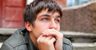 un tânăr gânditor - imagine preluată de pe christianheadlines.com