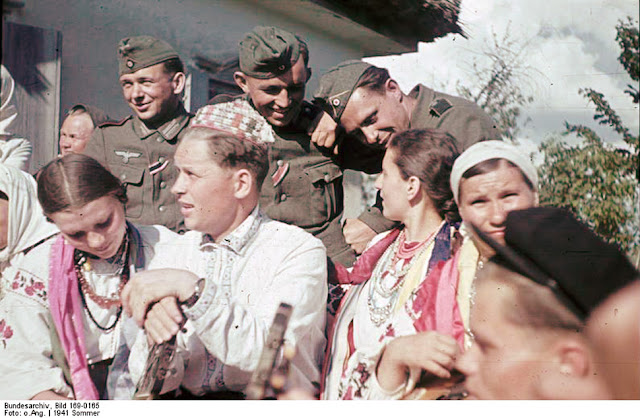 Ukrainian girls Color photo World war II worldwartwo.filminspector.com