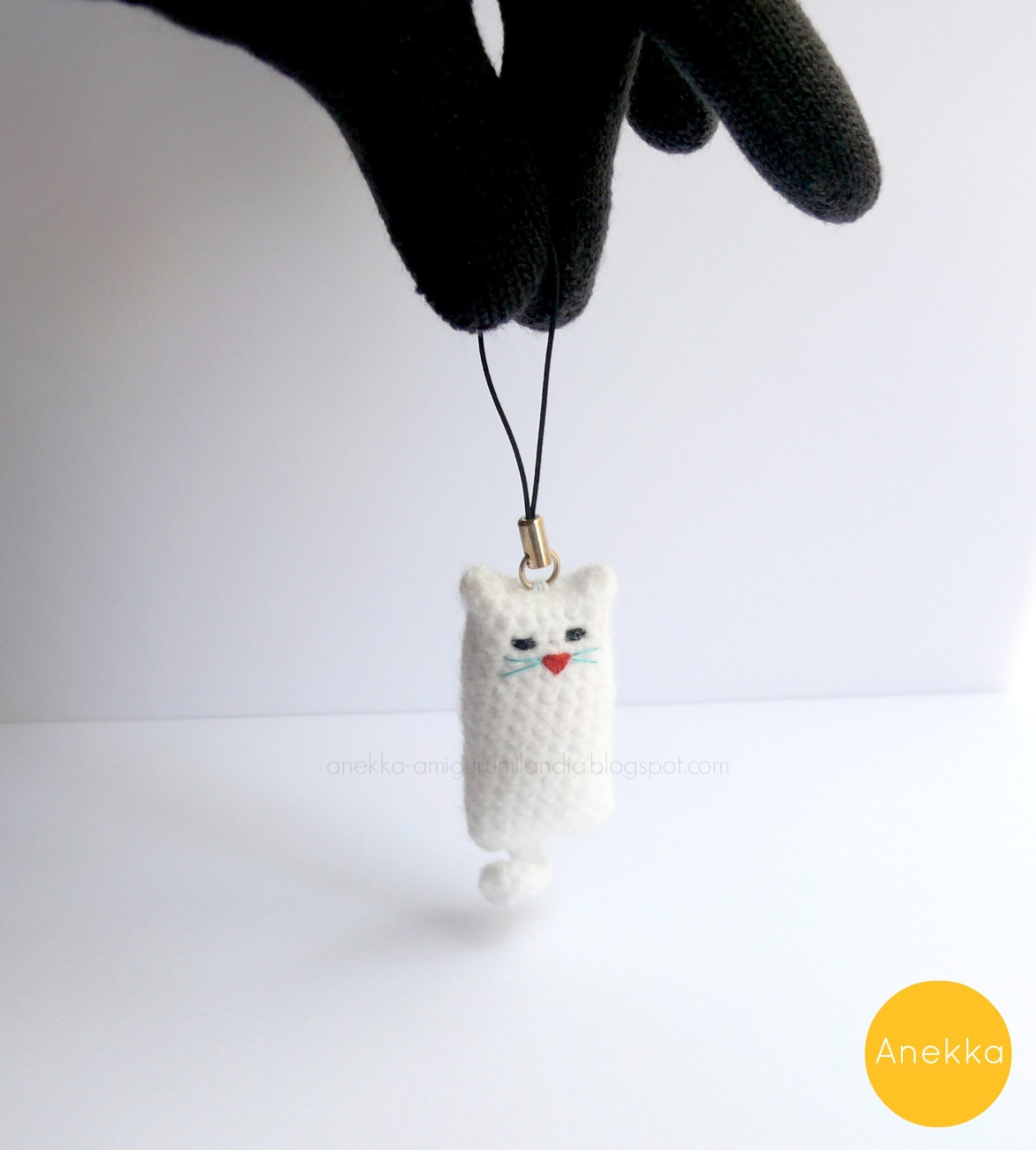 white cat  keychain crochet handmade