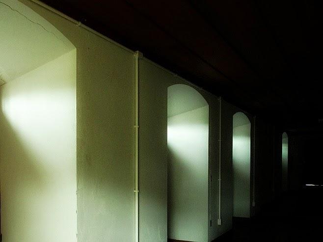 Solar dos Ferreira de Mello: Grossas paredes do prédio que serviu como Escola Militar e Quartel da Guarda Nacional