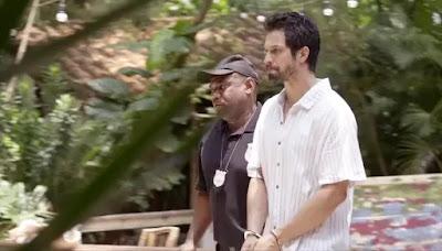 Marcos (Romulo Estrela) é levado preso