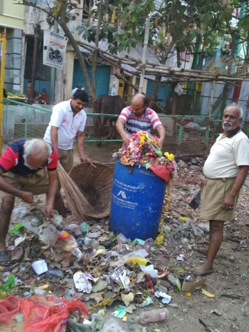 Cleaning of temple premises by swayamsevaks in Perambur, Chennai