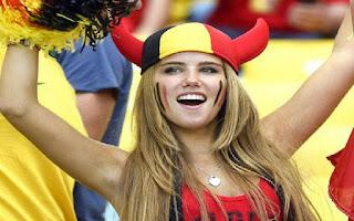 Pesona 4 Wanita Cantik dan Seksi Suporter di Ajang Euro 2020