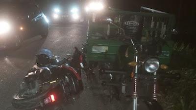 Tabrak Gerobak Sampah, Pemotor Ini Dilarikan ke Rumah Sakit