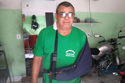 Empreendedor cobra o recolhimento de cães das ruas de Brumado após ser atacado por matilha e ter osso trincado