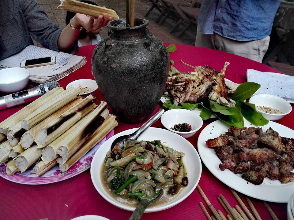 Thưởng thức các món ăn truyền thống tại bản địa