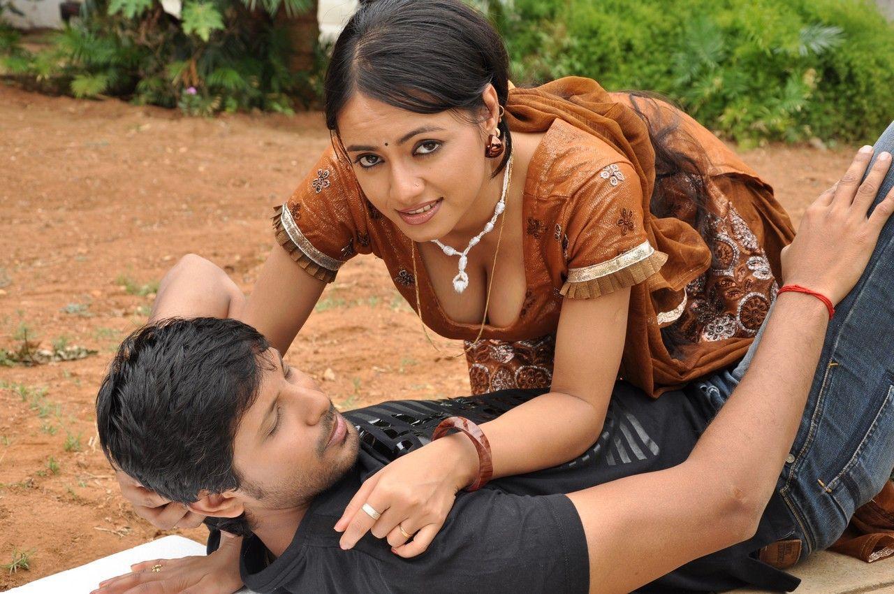 Hot Tamil Actresses: Hot Tamil Actress Aishwarya Stills
