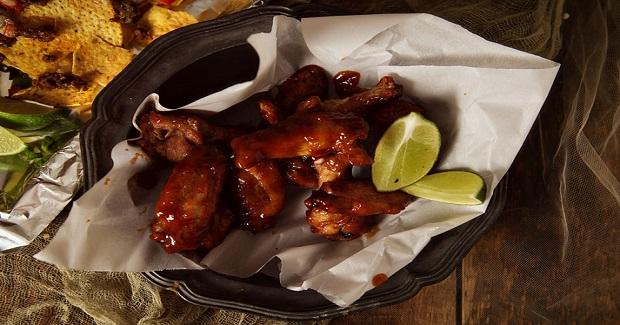 Sriracha & Bourbon Chicken Wings Recipe