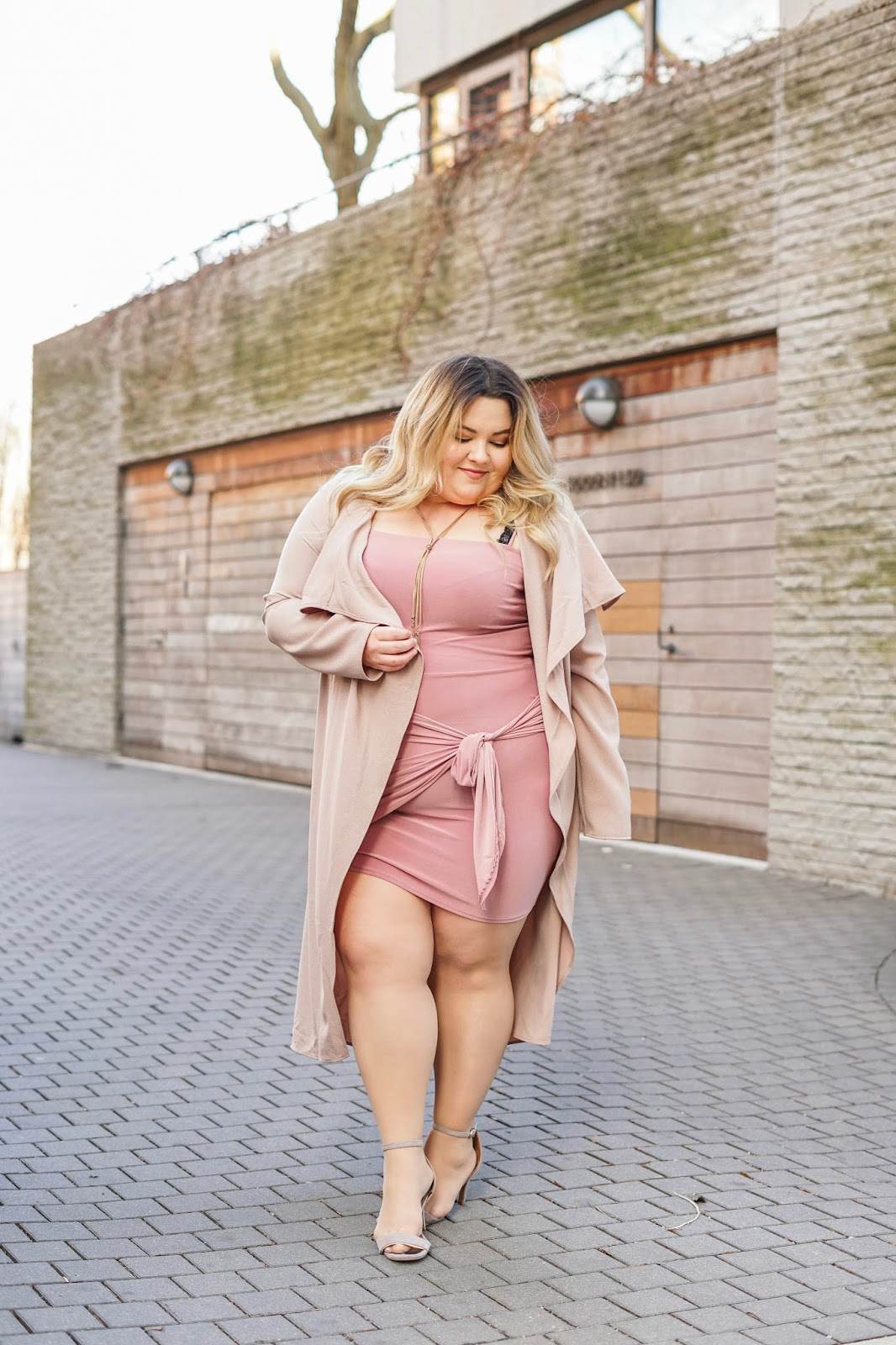 natalie Craig, natalie in the city, Chicago fashion blogger, plus size fashion blogger, Chicago model, petite plus size fashion, petite plus size model, chi town, affordable plus size fashion, curvy girls, fashion nova curve, fashion nova, mauve, plus size mini dress, trench coat, sexy plus size fashion, size 16, size 18