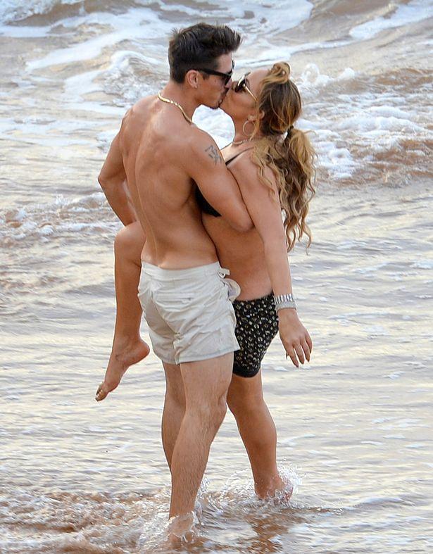 PROD-EXCLUSIVE-Mariah-Carey-and-Bryan-Tanaka-Pack-On-The-PDA-Causing-A-Nip-Slip-In-Hawaii (3)