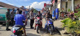 Personel Polsek Baraka Polres Enrekang Lakukan Operasi Yustisi