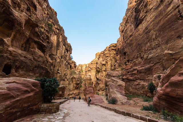 Caminando por el Siq de Petra, Jordania