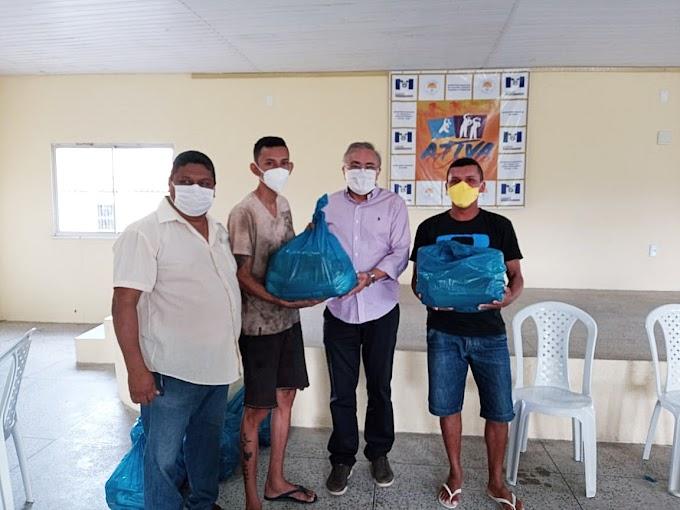 Prefeitura de Cariré-Ce entrega cestas básicas aos catadores de materiais recicláveis