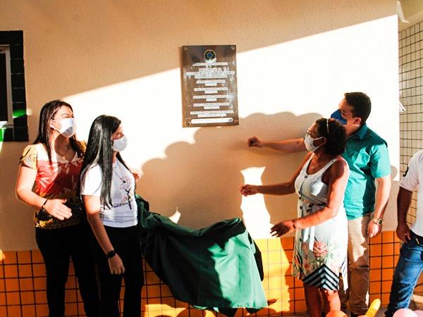 Prefeitura de Santana do Cariri entrega nova escola, no distrito Dom Leme