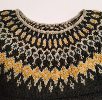 Knitted jumper yoke in grey, yellow and teal