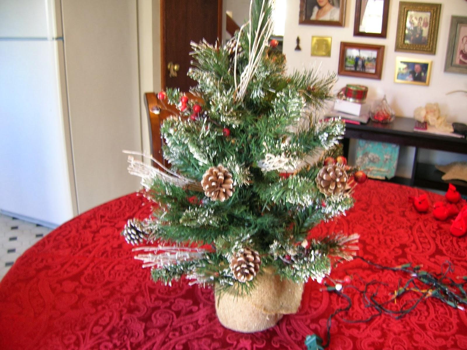 Maison Newton My Cardinal Christmas Tree