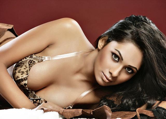 Shanvi Cute Hd Wallpapers Desi Indian Pakistani Girl Bengali Cleavage