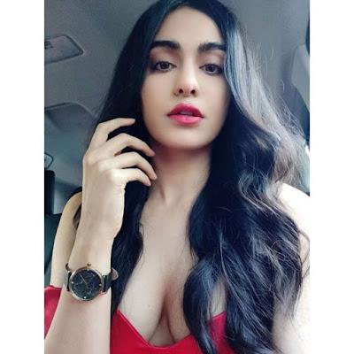 sexy-heroin-Adah-Sharma-Glamourous-pose-Andhra-Talkies
