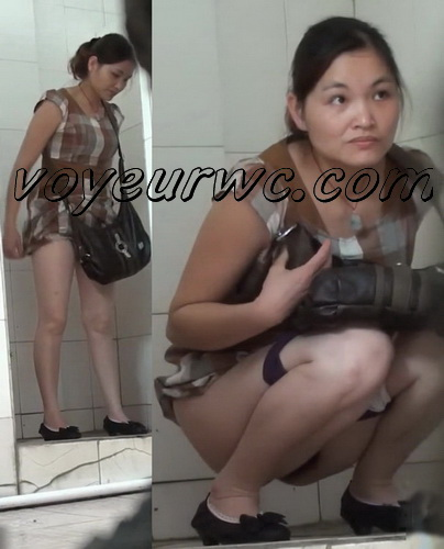 Chinese women pee in the public toilet hidden cams (ShareVoyeur 605-653)