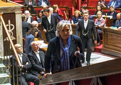 Acusan a partido ultraderechista en Francia por corrupción en Eurocámara