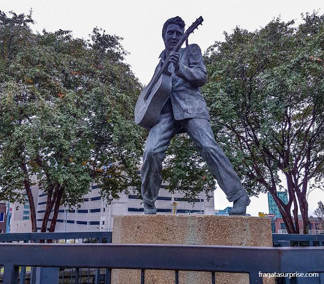 Estátua de Elvis Presley na Beale Street, em Memphis, Tenessi