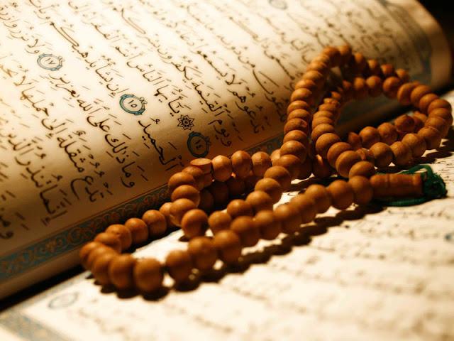 """Dzikir merupakan penenang hati setiap muslim, ketika kita berdzikir maka hati kita akan tenang, inilah dzikir yang dianjurkan kepada kita, yang kita baca setiap sehabis sholat fardhu.    3x أَسْتَغْفِرُ اللهَ العَظِيْمَ اَلَّذِي لآ إِلَهَ إِلَّا هُوَ اْلحَيُّ اْلقَيُّوْمُ وَأَتُوْبُ إِلَيْهِ  Astagfirullaahal 'azhiim, alladzi laa ilaaha ilaa huwal hayyul qayyuum, wa atuubu ilaihi.3x  """"Saya mohon ampun kepada Allah Yang Maha Besar, tiada Tuhan melainkan Dia, yang senantiasa hidup lagi mengurus segala sesuatu dengan sendiri-Nya, dan saya bertobat kepada-Nya.""""  لاَ إِلَهَ إِلَّا اللهُ وَحْدَهُ لاَ شَرِيْكَ لَهُ، لَهُ اْلمُلْكُ وَلَهُ اْلحَمْدُ يُحْيِي وَيُمِيْتُ وَهُوَ عَلَى كُلِّ شَيْءٍ قَدِيْرٌ  Laa ilaaha illallaahu wahdahuu laa syariikalahu, lahul mulku wa lahul hamdu yuhyii wa yumiitu wa huwa alaa kulli syai'in qadiir.  """"Tidak ada Tuhan yang wajib disembah kecuali Allah Yang Maha Esa. Tidak ada sekutu bagi-Nya. Dialah yang mempunyai kekuasaan dan kerajaan yang memerintahkan, bagi-Nya segala puji-pujian yang menghidupkan dan mematikan, dan Dia berkuasa atas segala sesuatu.""""  اَللَّهُمَّ أَنْتَ السَّلاَمُ وَمِنْكَ السَّلاَمُ وَإِلَيْكَ يَعُوْدُ السَّلاَمُ، فَحَيِّنَا رَبَّنَا بِالسَّلاَمُ وَأَدْخِلْنَا اْلجَنَّةَ دَارَ السَّلاَمِ تَبَارَكْتَ رَبَّنَا وَتَعَالَيْتَ يَا ذَاالْجَلاَلِ وَاْلإِكْرَامِ  Allaahumma antas-salaamu wa minkas-salaamu wa ilaika ya'uduus-salaamu fa hayyinaa rabbanaa bis-salaami wa adkhinal- jannata daaras-salaami tabaarakta rabbanaa wa ta'aalaita yaa dzal- jalaali wal –ikram. """"Ya Allah Engkau adalah Dzat yang mempunyai kesejahteraan dan daripada- Mulah kesejahteraan itu dan kepada- Mulah akan kembali lagi segala kesejahteraan itu. Ya Tuhan kami, hidupkanlah kami dengan sejahtera. Dan masukkanlah kami ke dalam surga kampung kesejahteraan. Engkaulah yang kuasa memberiberkah yang banyak dan Engkaulah Yang Maha Tinggi, wahai Zat yang memiliki keagungan dan kemuliaan.""""   أَعُوْذُ بِاللهِ مِنَ الشَّيْطَانِ الرَّجِيْمِ  A'udzubillahiminassyaitaanirraji"""