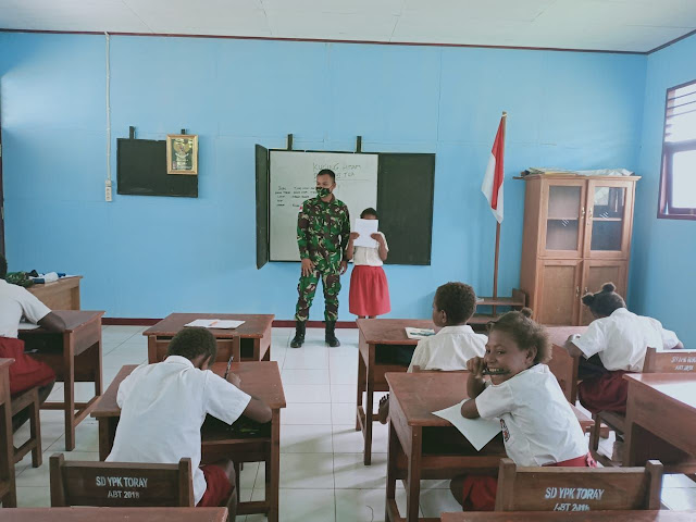 Peduli Pendidikan, Prajurit Pamtas Yonif 125 Simbisa Bantu Mengajar di Wilayah Perbatasan