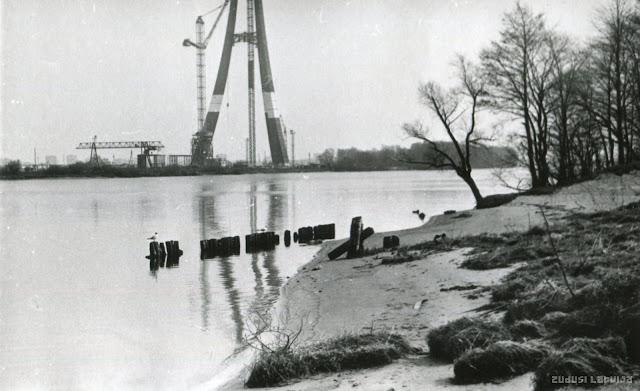 1984 год. Рига. Идет строительство Телебашни на Закюсале. Вид с Луцавсалы