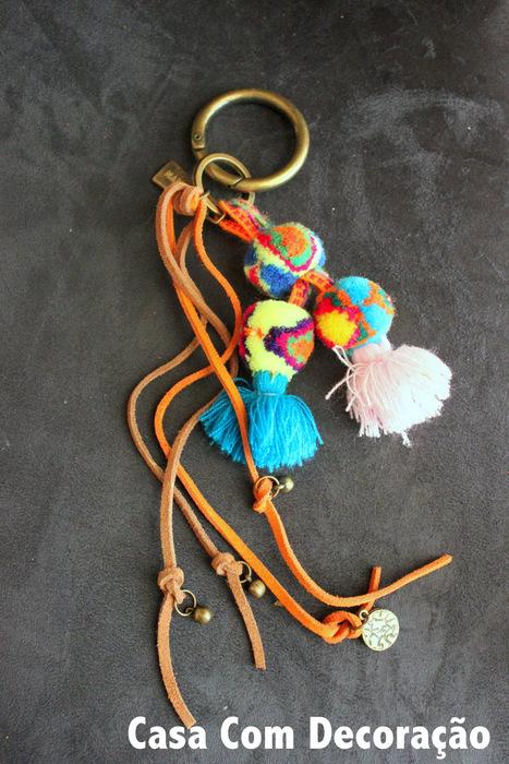 Dando novos usos- chaveiro de pompons