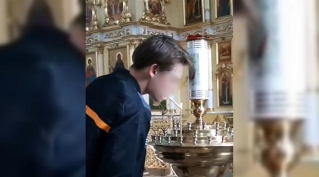 Видео: в Чите подросток прикурил от свечи в церкви ради лайков!