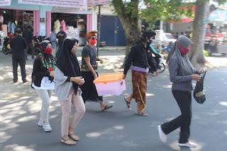 """Laskar Sasak """"Serbu"""" Kota Mataram"""