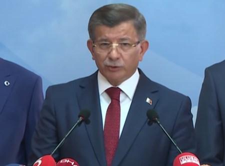 Ahmet Davutoğlu, düzenlediği basın toplantısıyla Ak Parti'den ayrıldı
