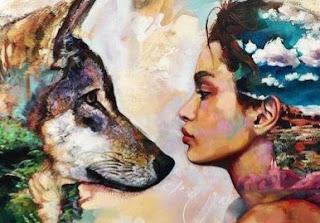 Mulher e o lobo se olhando