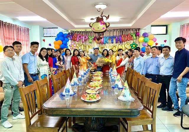 Đại gia đình Thép Bắc Việt chụp hình lưu niệm