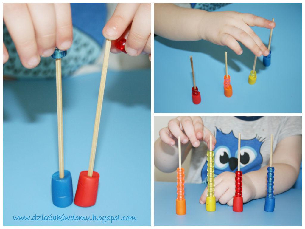 nawlekanie koralików na patyczki, segregowanie według kolorów - kreatywna zabawa dla dzieci