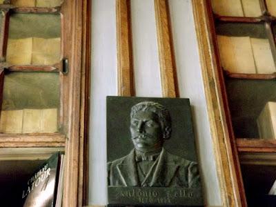 busto em bronze de um dos fundadores da Livraria Lello