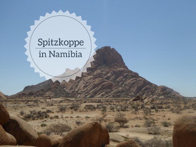 lo Spitzkoppe in Namibia visto dall'arco