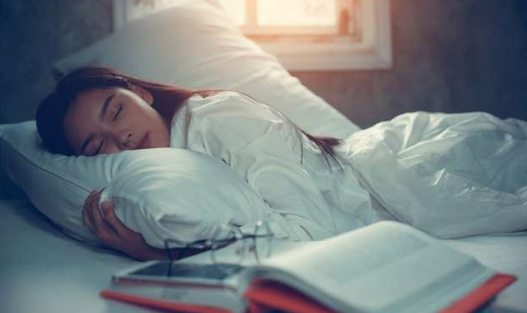Benarkah Tidur Dengan Lampu menyala Menyebabkan Kegemukan