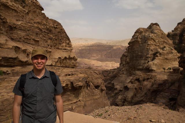 Vistas desde la ruta al Monasterio de Petra, Jordania